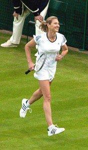 Steffi Graf (championne de tennis) dans Sport 220px-Steffi_Graf_Wimbledon_2009_7-176x300