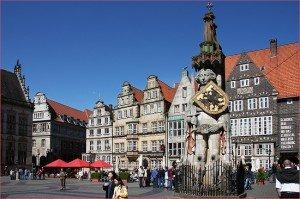 Bremen (Brême) dans Die deutschen Bundesländer (les régions d'Allemagne) Innenstadt-von-Bremen-mit-dem-Bremer-Roland-300x199