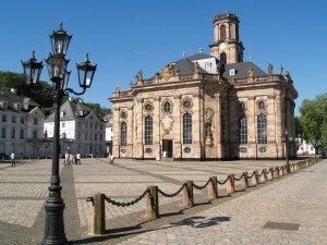 Saarland (Sarre) dans Die deutschen Bundesländer (les régions d'Allemagne) Ludwigskirche_Saarbruecken-300x225