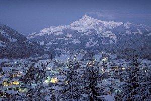 biglayout_KAM_Brix_Kirchberg-Winter-Nacht_Blick-Horn_Archiv-Brixental-300x200 alpinismes