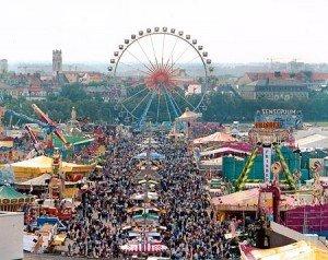 Oktoberfest (La plus grande fête populaire à Munich) dans Brauchtum (les coutumes) muenchen_oktoberfest-300x238